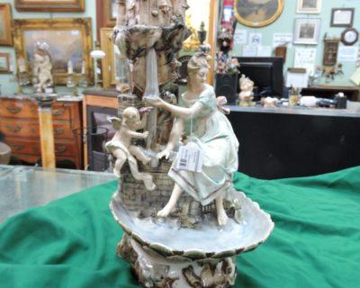 166765 – Gruppo porcellana Castello con personaggi