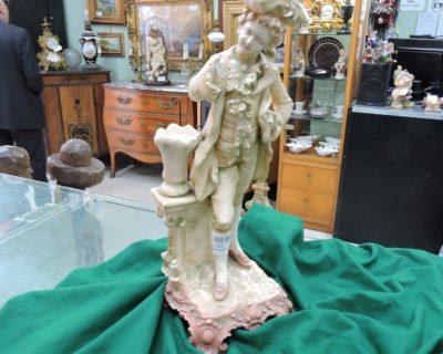 C122763 – Statua gentiluomo